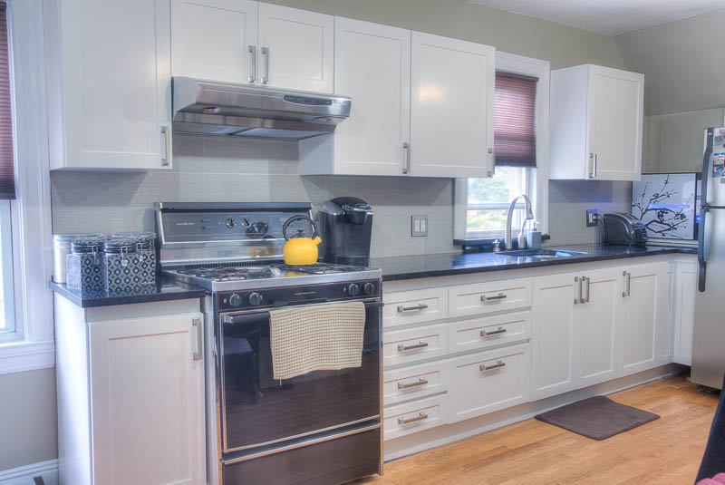 Before and after photos of kitchen 39 s refaced in new york for Straight kitchen ideas